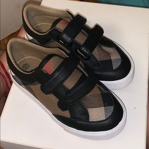 Burberry infant shoes